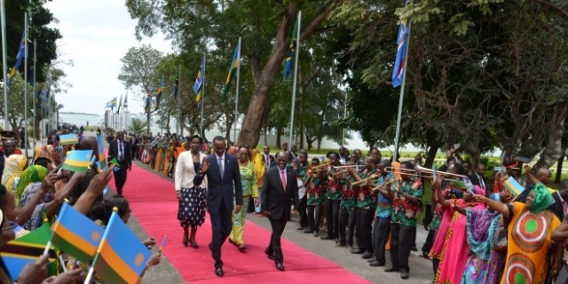 President Paul Kagame (l) and John Magufuli (r) entering the State House in Dar es Salaam yesterday.