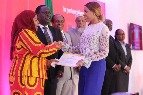 Vice-President Samia Suluhu Hassan hands a sponsorship certificate for Nipashe and The Guardian newspapers to Amorette Company Director Jacqueline Mengi at the President's Manufacturer of the Year Awards 2016 held in Dar es Salaam yesterday. Third ( L ) is IPP Executive Chairman Dr Reginald Mengi. PHOTOS: Halima Kambi