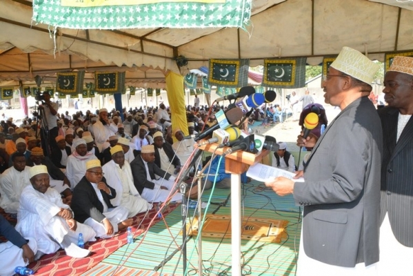 Defence and National Service minister Dr Hussein Mwinyi addresses Eid el Hajj council at Vingunguti in Dar es Salaam.  Photo: Correspondent Miraji Msala