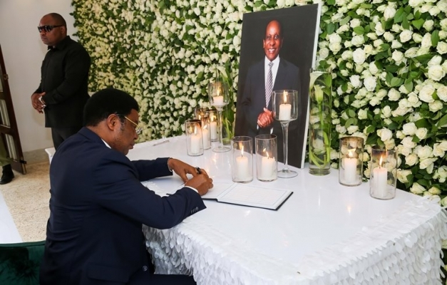 Prime Minister Kassim Majaliwa signs the condolence book after he arrived at the late Dr Reginald Mengi home at Kisereni village, Machame East ward in Hai district, Kilimanjaro region yesterday. Photo: PMO