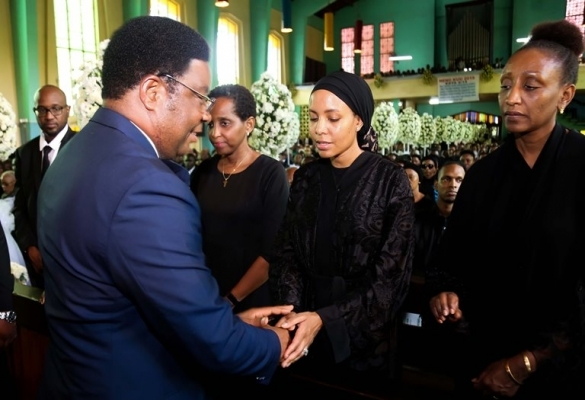 Prime Minister Kassim Majaliwa consoles Dr. Mengi's family members at the requiem mass.